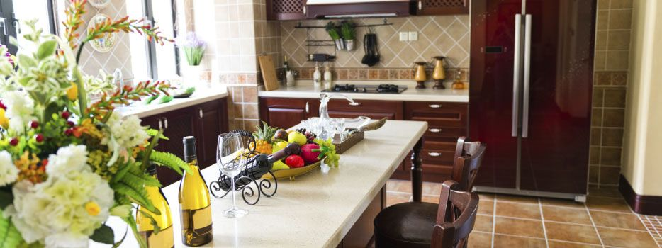 Laminate Countertop in Traditional Kitchen
